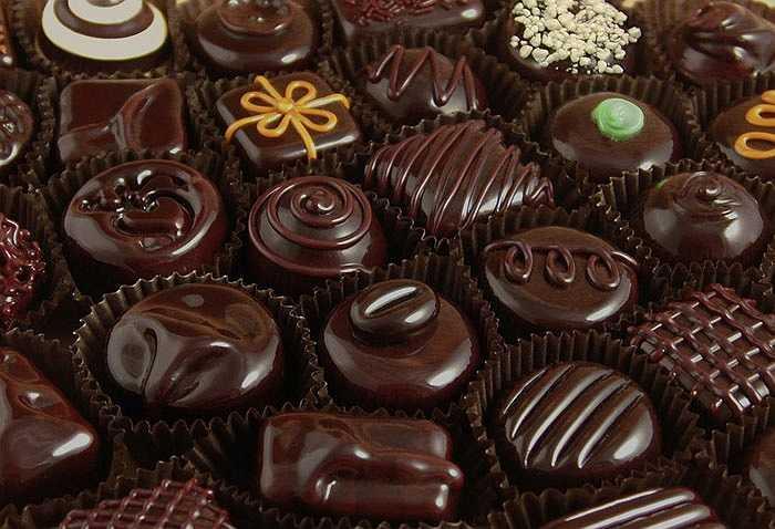 Nếu thèm thuốc lá hãy nhai một mẩu chocolate đen. Chocolate đen sẽ giúp bạn quên đi cảm giác thèm thuốc nhanh chóng.