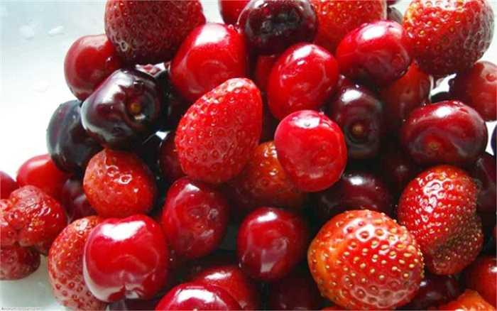 Các loại quả mọng bao gồm dâu tây, mâm xôi, việt quất… đều có thể giúp ngăn được cơn thèm thuốc lá. Các loại quả mọng này chứa nhiều chất dinh dưỡng rất tốt cho sức khỏe.