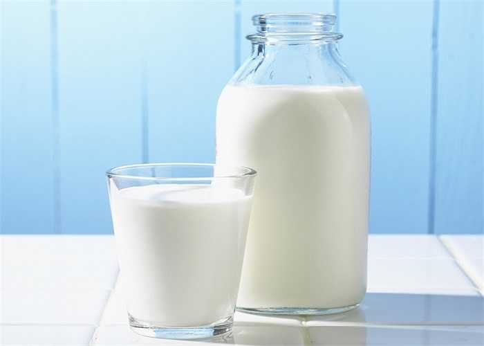 Bạn có thể tưởng tượng hút thuốc lá sau khi vừa uống một ly sữa sẽ như thế nào không? Nghe có vẻ không hay lắm vì sữa sẽ làm thuốc lá thêm vị đắng.