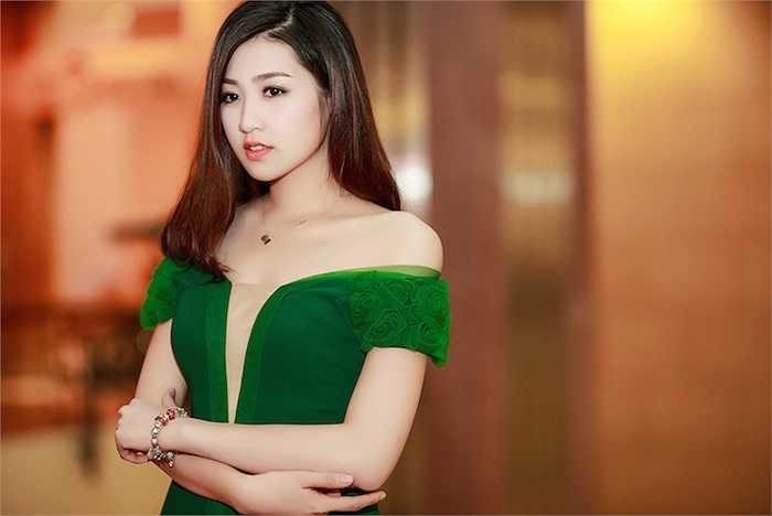 Từ khi chuyển sang phong cách gợi cảm, Tú Anh đã nhận được sự chú ý nhất định từ công chúng.