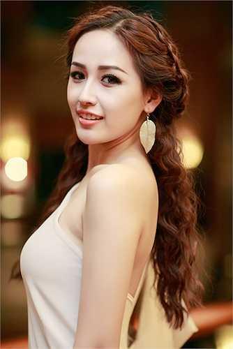 Tuy vậy, điểm trừ của người đẹp nằm ở cách làm tóc chưa thực sự phù hợp.