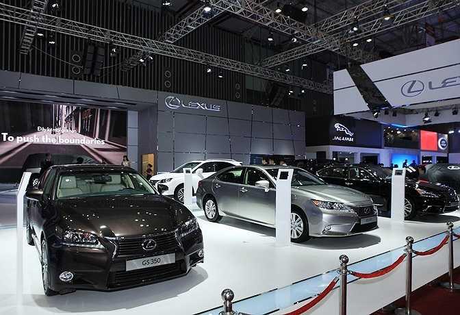 Nhiều hãng xe hơi quảng bá sản phẩm tại buổi triễn lãm.