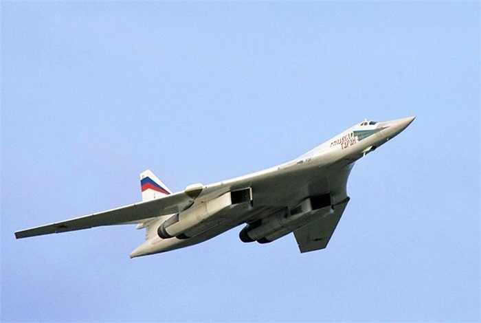 Máy bay ném bom chiến lược siêu thanh Tu-160