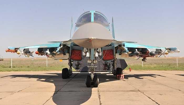 Máy bay ném bom 2 chỗ ngồi Su-34