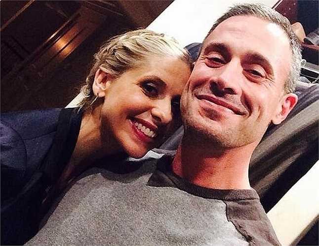 Bức ảnh này được coi là bằng chứng công khai mối tình được giấu kín bấy lâu giữa hai ngôi sao điện ảnh - Sarah Michelle Gellar và Freddie Prinze Jr.