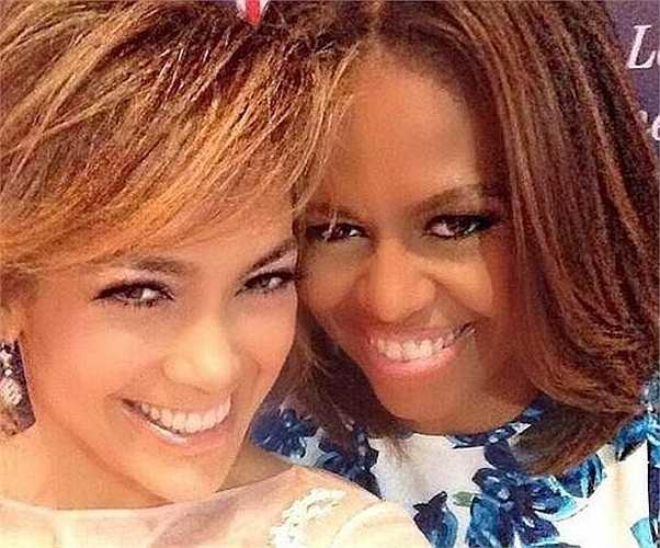 Bức ảnh chụp của vợ tổng thống Mỹ - Michelle Obama và nữ ca sĩ Jennifer Lopez khi cùng nhau tham gia một sự kiện được đánh giá là một trong những khoảnh khắc độc nhất vô nhị trên thế giới trong năm qua.