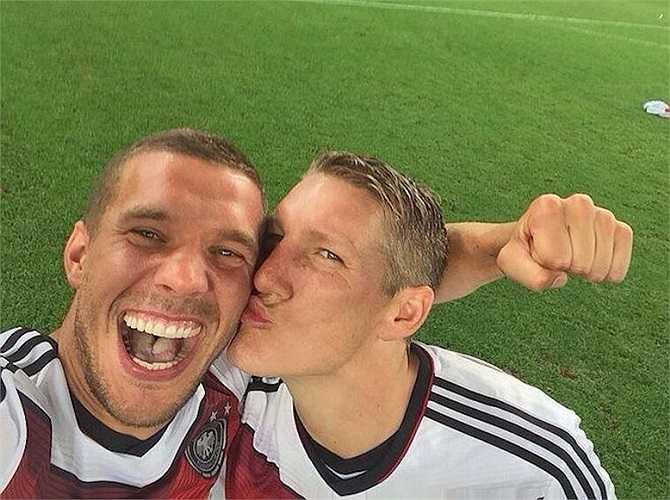 Hình ảnh ăn mừng chiến thắng World Cup 2014 được cầu thủ đội tuyển Đức - Lukas Podolski chia sẻ từng gây bão cộng đồng mạng.
