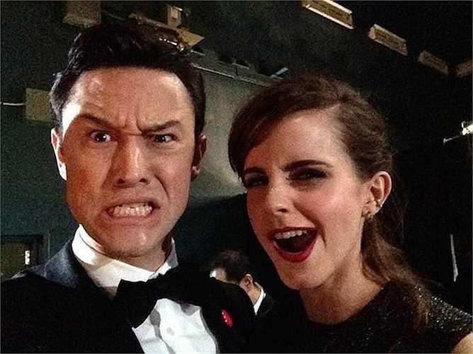 Một bức ảnh selfie khác trong lễ trao giải Oscar 2014 cũng gây bão trên Twitter. Nhân vật chính trong tấm hình không ai khác là tài tử Joseph Gordon-Levitt và nữ diễn viên Emma Watson, với biểu cảm hết sức đáng yêu.