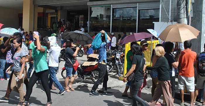Nhiều người dân ở thành phố Tacloban vẫn phải sống trong các lều trại tạm bợ sau khi siêu bão Hải Yến thổi bay những căn nhà hồi tháng 11/2013