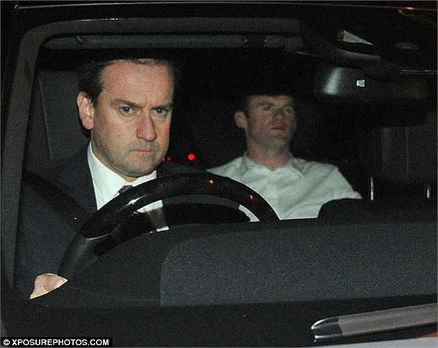 Wayne Rooney thậm chí không dám ngồi sau tay lái