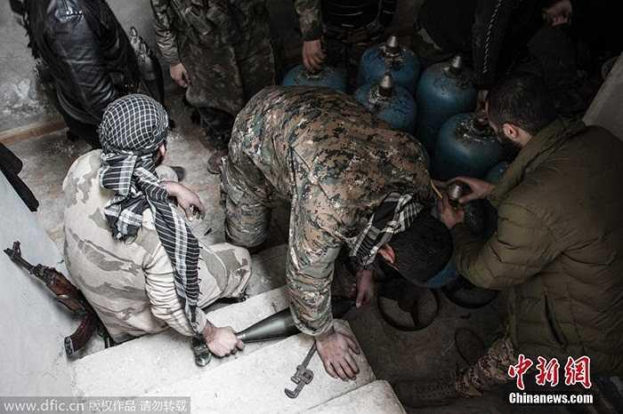 Những quả đạn pháo tự chế của phiến quân Syria