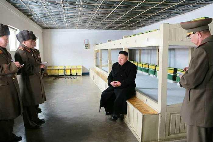Ông Kim chỉ đạo các quan chức quân đội cần nâng cao hơn nữa chất lượng tập luyện, chuẩn bị sẵn sàng chiến đấu
