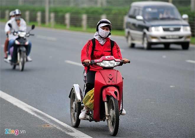 Việc di chuyển vô tư của họ đang trực tiếp gây ra những nguy cơ về tai nạn và lộn xộn về giao thông.