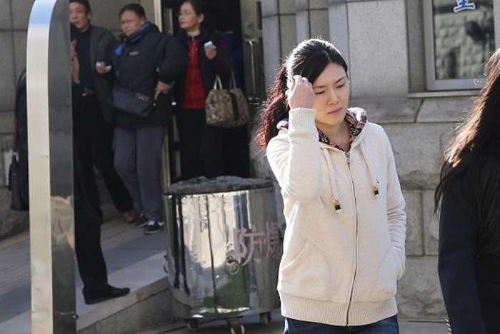 Nữ ca sỹ Lạc Phi xinh đẹp chịu án 5 năm tù giam vì tội giúp nhận hối lộ