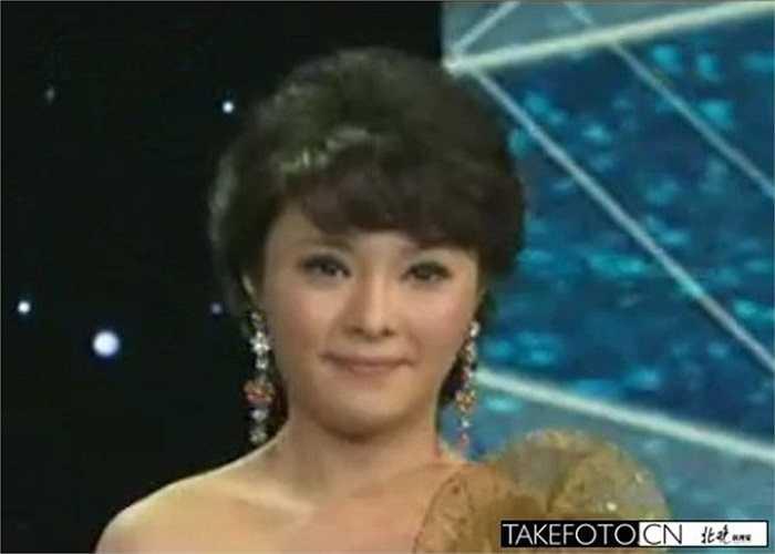 Lạc Phi là người tình của cựu phó kỹ sư Cục vận tải thuộc Bộ đường sắt Trung Quốc Trương Thự Quang