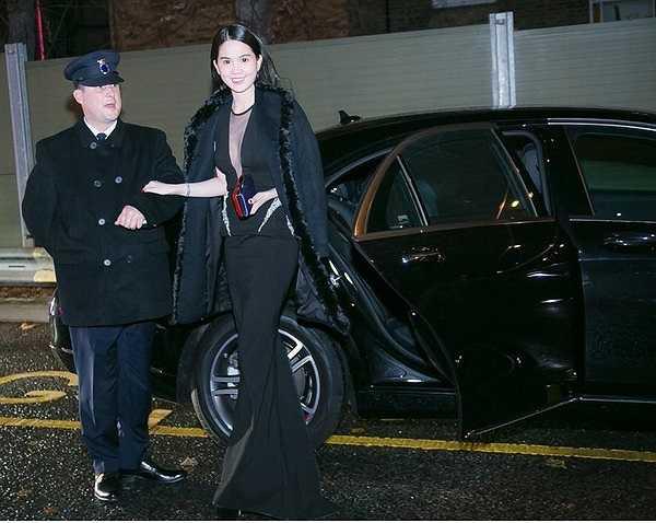 Họ được ở tại những khách sạn sang trọng nhất London, được siêu xe Limousine đưa đến địa điểm diễn