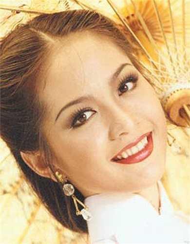 Nguyễn Thiên Nga: Cô đăng quang Hoa hậu Việt Nam năm 1996 khi đang là sinh viên năm thứ hai Đại học Ngoại thương TP.HCM. Thiên Nga cũng là người chiến thắng trong chương trình tìm kiếm đại diện cho Việt Nam tại cuộc thi Hoa hậu ASEAN do Bộ Văn hóa Thông tin tổ chức vào năm 1999. Đến nay, cô là người đẹp duy nhất của Việt Nam đăng quang hai cuộc thi hoa hậu quốc gia khác nhau.