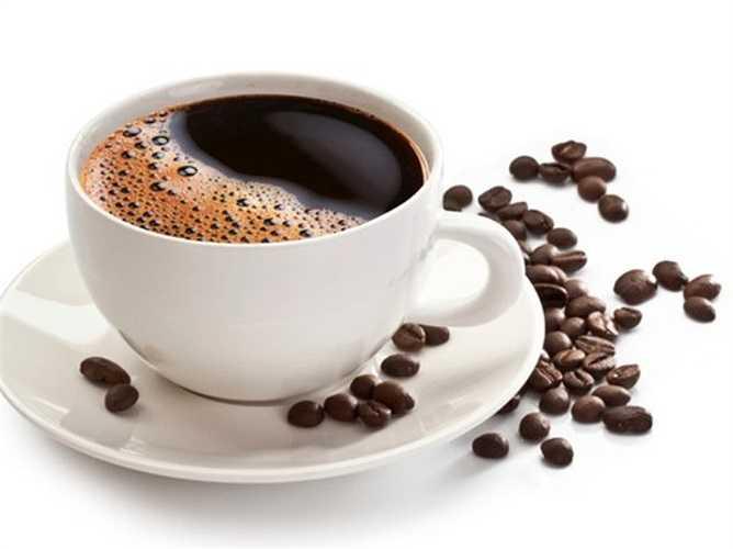 9. Uống cà phê: Caffeine là chất kích thích, khiến cơ thể tỉnh táo suốt 12 giờ sau khi uống. Vì vậy, nên tránh uống cà phê vào buổi chiều muộn, đồng thời nếu tránh được các nguồn khác chứa caffeine như trà, coca càng tốt.