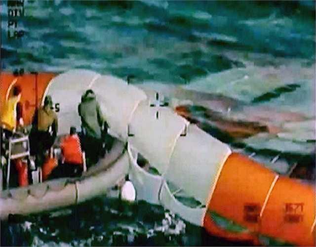 Lực lượng Hải quân Mỹ tiến hành công tác thu hồi tàu