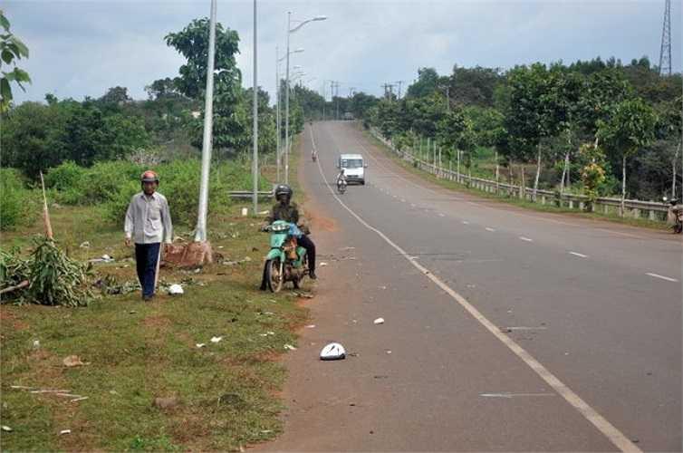 Đoạn đường xảy ra tai nạn đường khá rộng và thoáng - Ảnh: Đông Hà