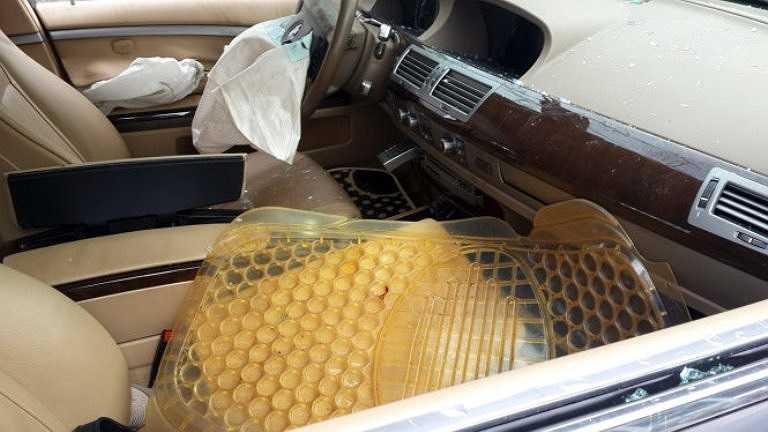 Túi khí ở ghế tài xế cũng bung ra - Ảnh: Đông Hà
