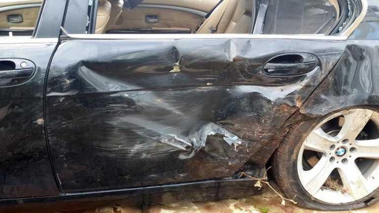 Phần hông xe BMW sau khi gây tai nạn - Ảnh: Đông Hà