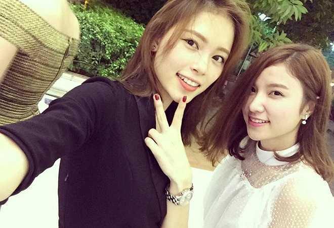 Như một lời chúc sinh nhật tình cảm gửi đến Hạnh Sino, nhiều hot girl khác cũng đăng tải hình ảnh thân mật của mình và Hạnh lên trang cá nhân của cô. Hot girl Linh Rin và Hạnh Sino.