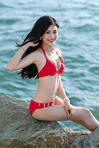 Nguyễn Lâm Diễm Trang từng đăng quang Miss Teen 2010, Nữ hoàng café 2013 đang là một trong những ứng cử viên tiềm năng của ngôi vị Hoa hậu Việt Nam 2014. Cô gái đến từ Vĩnh Long sở hữu gương mặt sáng, nụ cười rạng rỡ, cùng bảng thành tích học tập đáng nể.