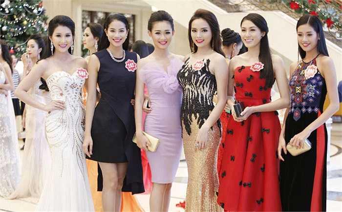 Tối qua (5/12), 38 thí sinh Hoa hậu Việt Nam cùng xuất hiện lộng lẫy trong dạ tiệc tri ân.