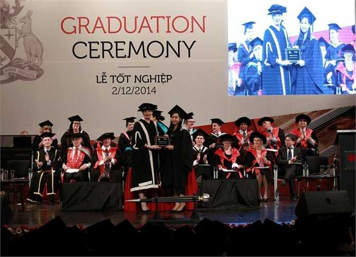 Cũng trong dịp này, ĐH RMIT đã làm lễ tốt nghiệp cho 1.802 sinh viên hoàn thành các chương trình liên thông lên đại học, đại học, sau đại học và cao học