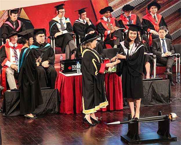 Giây phút được nhận bằng tốt nghiệp tại ĐH RMIT là những kỷ niệm không thể quên đối với Mai Ly