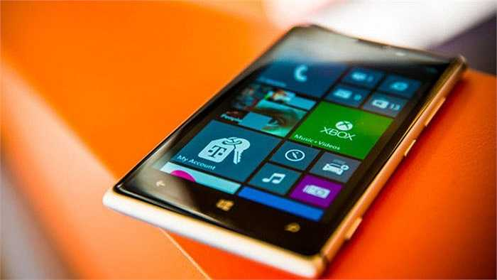 Nokia Lumia 925    Chiếc smartphone Lumia đẹp nhất năm 2013 đã giảm từ 6,5 triệu đồng còn 5,79 triệu đồng. Theo một đại lý tại TP.HCM, đợt giảm giá này nhằm xả hàng bỏ mẫu, vì Lumia 925 đã có mặt trên thị trường hơn một nay. Máy có chất lượng phần cứng tốt với cấu hình mạnh và ống kính Zeiss.