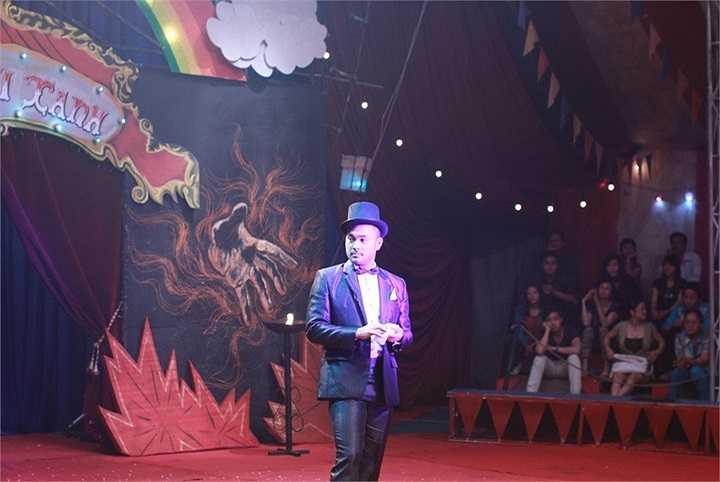 Bối cảnh này có sức chứa hơn 400 người để đem đến cho khán giả xem phim một rạp xiếc giống với đời thực nhất.