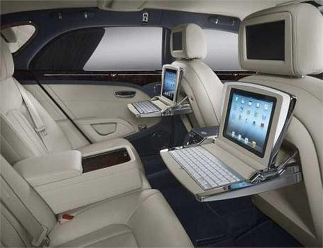 4. Bộ thiết bị thông tin trong xe Bentley    Giá một bộ gồm iPad, bàn phím, hai màn hình kèm tai nghe, và một màn hình thả từ trên xuống 12 inch? Tổng sẽ là 32.000 USD nếu bạn mua một chiếc Mulsanne.