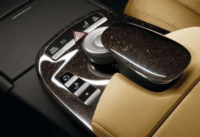 5. Nội thất bằng đá của Mercedes-Benz    Có rất nhiều lựa chọn như gỗ, sợi carbon, da nhưng Mercedes đã chọn đá. Chất liệu đá đắt đỏ vừa làm sang xe, vừa như một khẳng định của Mercedes là động cơ họ đủ mạnh để tải mọi trọng lượng.