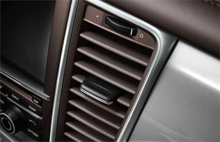6. Bọc da các lỗ thông hơi trong xe Porsche    Việc này có vẻ không cần thiết và việc bọc da chỉ làm giá cả chiếc xe thêm đắt đỏ.
