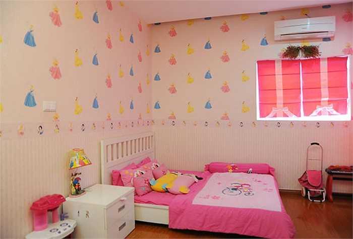 Phòng ngủ của cô con gái lớn nhà Quyền Linh - Bé Lọ Lem.