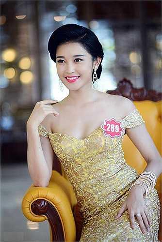 Khi tới tham dự Hoa hậu Việt Nam 2014, Huyền My cũng may mắn được cả gia đình đi cùng hỗ trợ, đầu tư trang phục và mang theo một ê kip riêng với 1 chuyên gia trang điểm nổi tiếng và 1 người làm tóc.