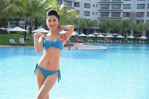 Cô từng khiến nhiều người choáng váng khi khoe loạt ảnh về ngôi biệt thự rộng tới 800m2, mà các trang tin từng gọi là 'căn nhà triệu đô' ở Hà Nội.