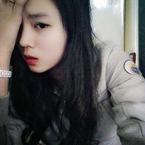 Trên trang cá nhân của Miao (nickname của Kỳ Duyên) có rất nhiều hình ảnh thời học sinh của nàng. Được biết, Kỳ Duyên từng có thời gian nặng đến 70kg, nhưng có lẽ vì ái ngại nên cô gái trẻ đã không lưu giữ và tiết lộ những hình ảnh trong thời kỳ này.