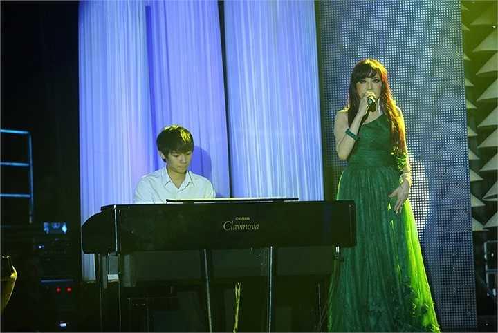 Khách mời thứ hai trong liveshow của Bảo Yến là nam ca sỹ Đức Tuấn. Anh song ca cùng Bảo Yến ca khúc Chiếc lá cuối cùng.