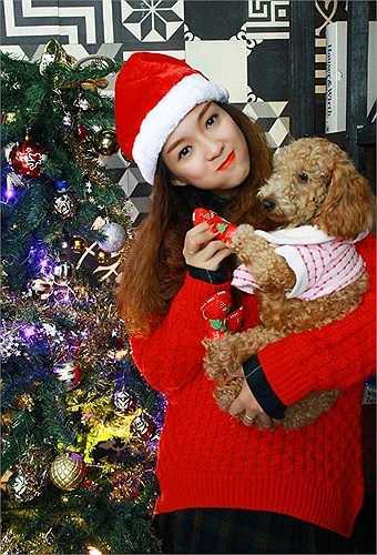 Đây là bộ ảnh nằm trong single Jingle bells như một món quà mà cô gửi tặng tới khán giả.