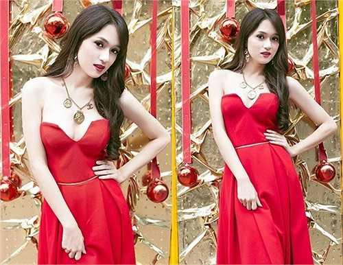 Người đẹp chuyển giới Hương Giang Idol khoe vòng 1 gợi cảm trong chiếc đầm cup ngực đỏ