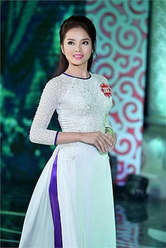 Trước khi dự thi Hoa hậu Việt Nam 2014, Nguyễn Cao Kỳ Duyên là một cô gái mũm mĩm với cân nặng khoảng 70kg.