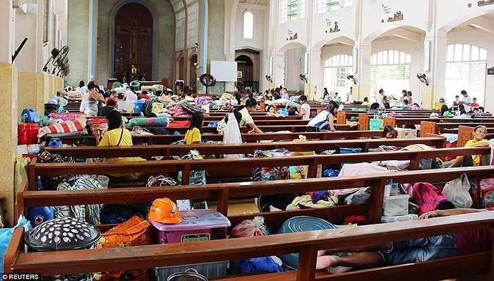 Bên trong một nhà thờ ở Philippines