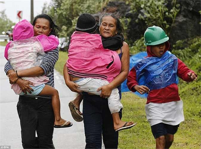 Nhiều gia đình tự tìm nơi trú ẩn