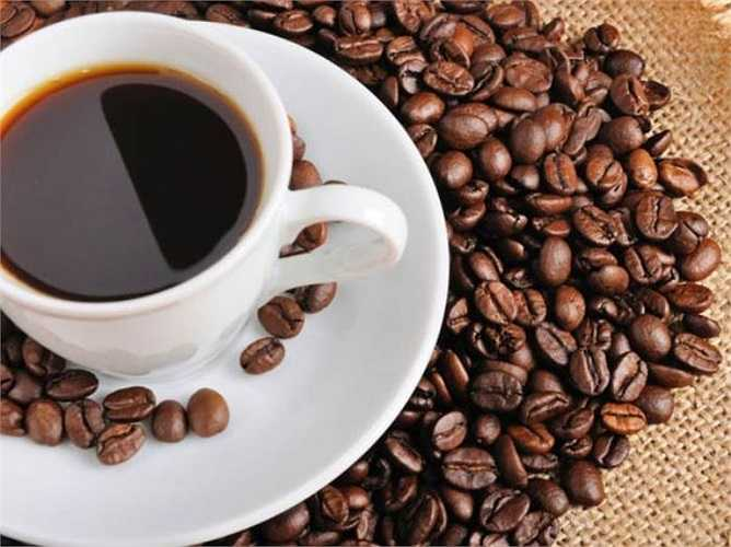 Một tách cà phê khi có dấu hiệu của nhức đầu là liệu pháp hữu hiệu bởi chất caffeine có tác dụng giảm đau. Tuy vậy, nếu bạn tiêu thụ quá nhiều, quá thường xuyên sẽ gây mất ngủ, dẫn đến đau đầu.