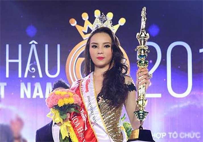 Nguyễn Cao Kỳ Duyên được xướng tên cho ngôi vị cao nhất trong đêm chung kết Hoa hậu Việt Nam 2014.