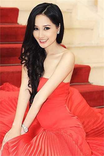 Sau khi đăng quang Hoa hậu Việt Nam 2006, Mai Phương Thuý đã phải khẩn trương lên đường tới thủ đô Warszawa của Ba Lan để kịp dự thi Hoa hậu Thế giới 2006.
