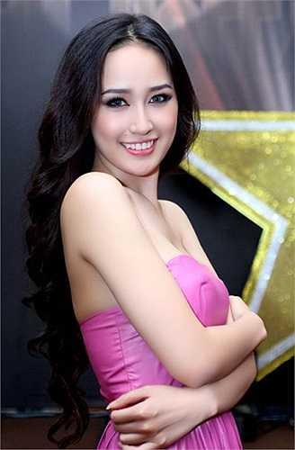 Mai Phương Thuý từng học THCS Thăng Long và THPT Phan Đình Phùng tại Hà Nội.